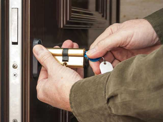 Follow Steps to Pick the Right Locksmith